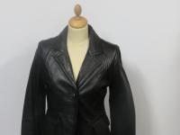 Ladies short 3 button blazer