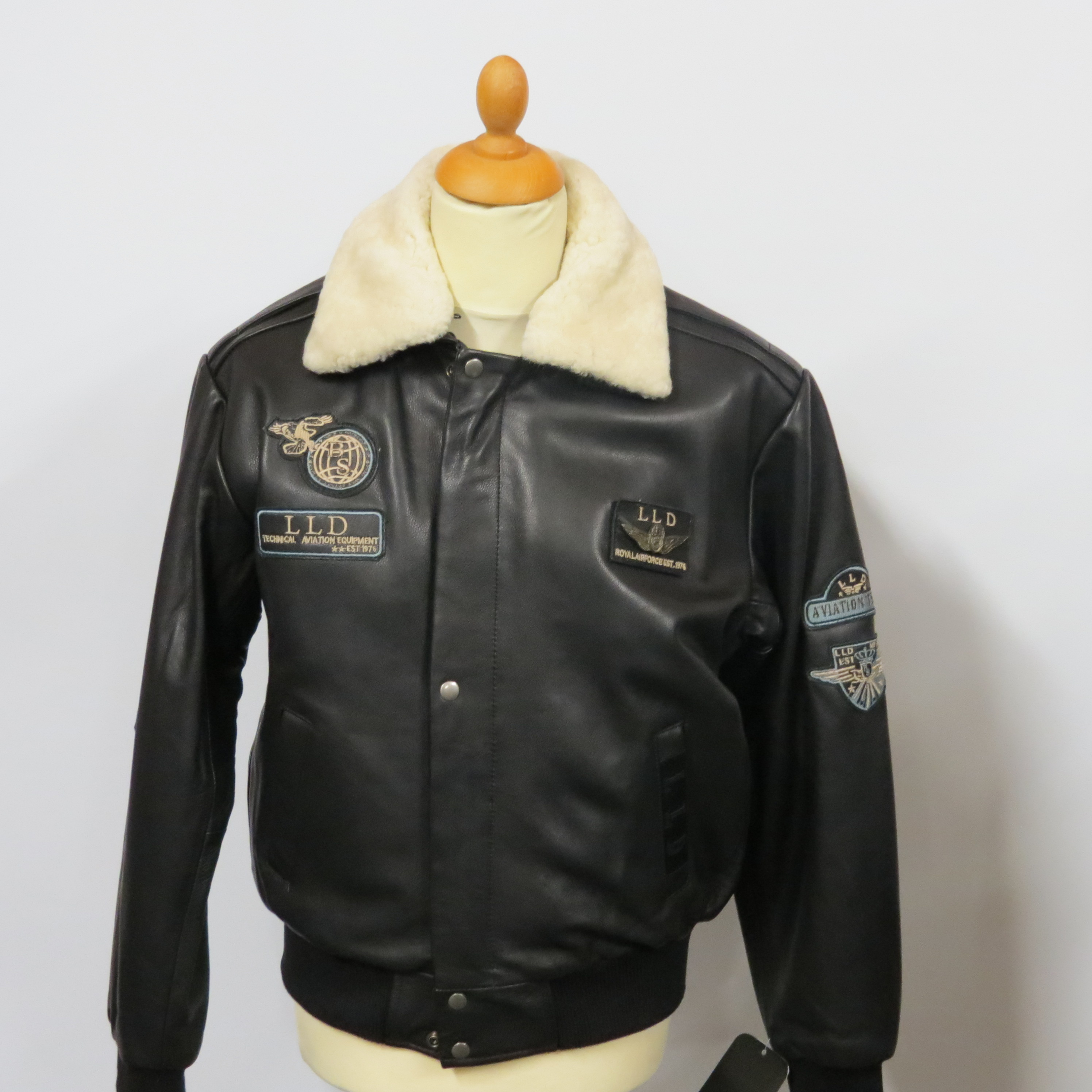 Mens 1976 pilot jacket with detachable fur collar. Milled hide sizes small to 4XL